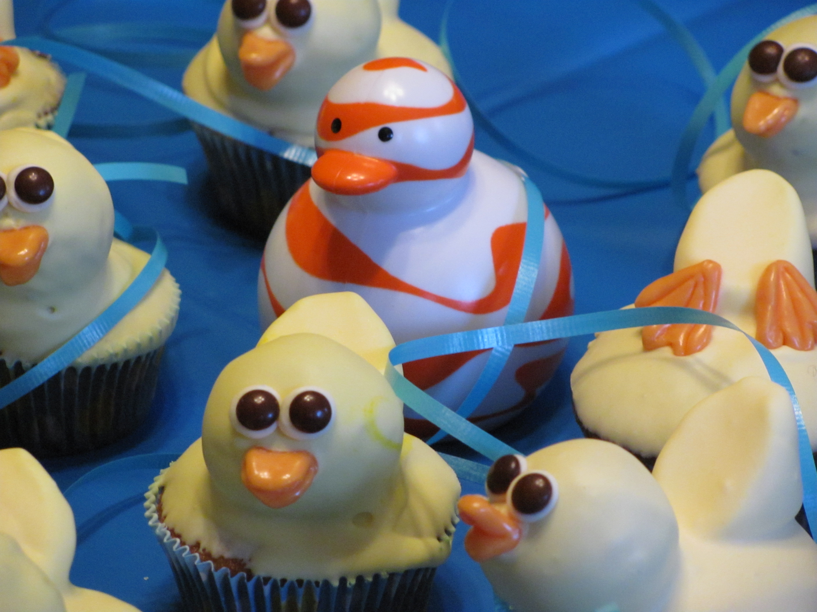 Cute ducky cupcakes! Hey, who's that Odd Duck in there? #Boon
